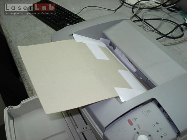 Desta vez uma inédita e engenhosa aplicação de cartolina em substituição do suporte de plástico.